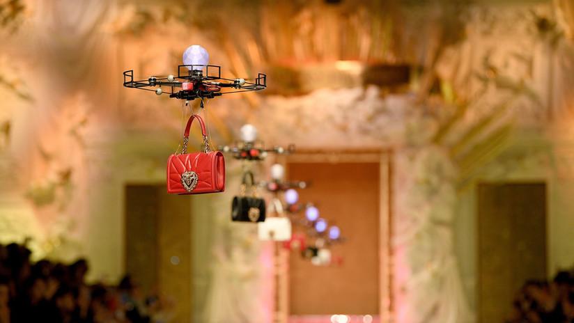 ¿Rebelión de las máquinas? Con drones en vez de modelos se adapta D&G a la pasarela saudita (VIDEO)