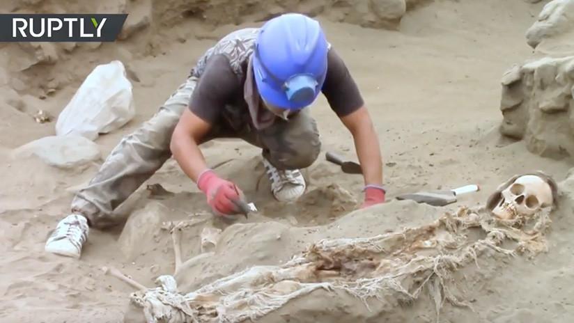 VIDEO: Hallan los esqueletos de 56 niños sacrificados en un antiguo ritual en Perú