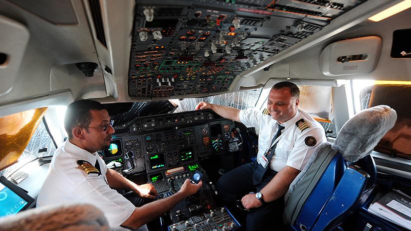 """""""Cuestión de tiempo"""": Alertan del riesgo de catastróficos 'hackeos' de aviones en pleno vuelo"""