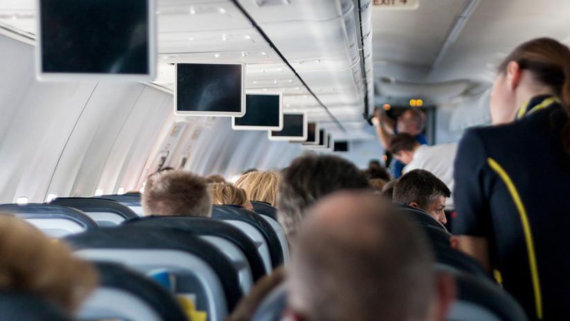 """""""Vuelo infernal"""": Desvían un avión  porque una mujer amenaza con matar a todos los pasajeros"""