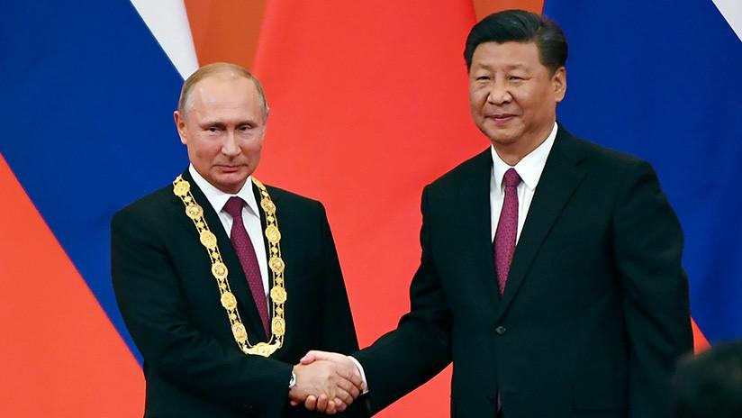 VIDEO: Xi Jinping otorga a Putin la medalla de la amistad, máxima condecoración estatal de China