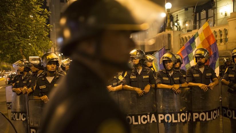 VIDEO: Marcha al Congreso en Perú termina en enfrentamientos y vandalismo