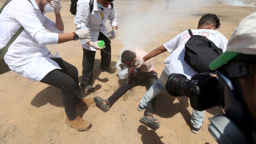 FUERTES FOTOS: Manifestante palestino es impactado en la cara por granada de gas lacrimógeno israelí