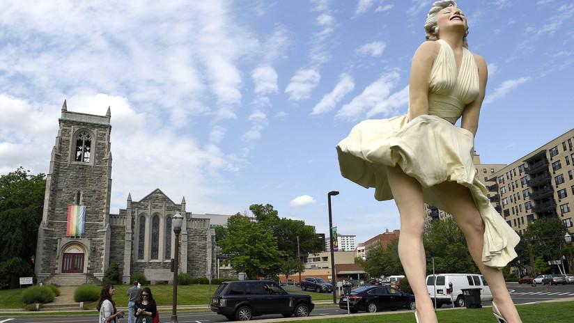 FOTOS: Polémica por una estatua de Marilyn Monroe exponiendo su parte trasera frente a una iglesia