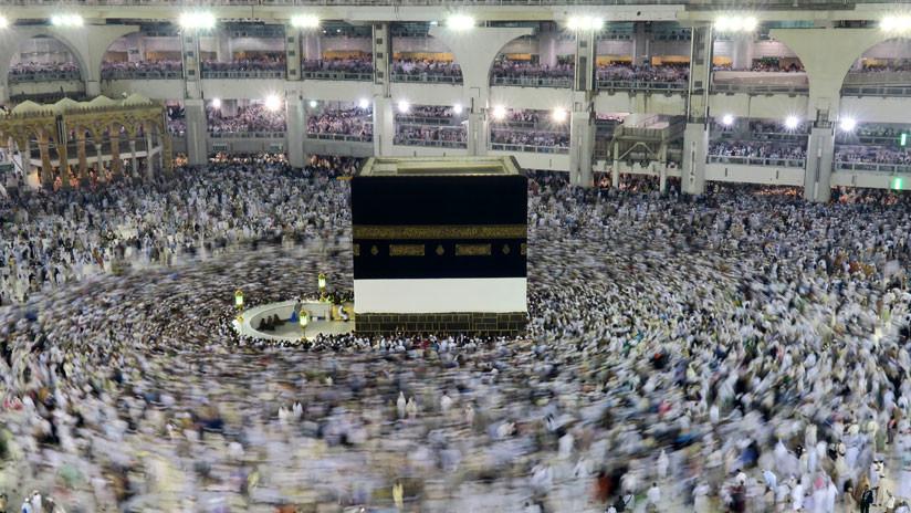 Un hombre se quita la vida saltando desde el techo de la Gran Mezquita de la Meca (VIDEO 18+)