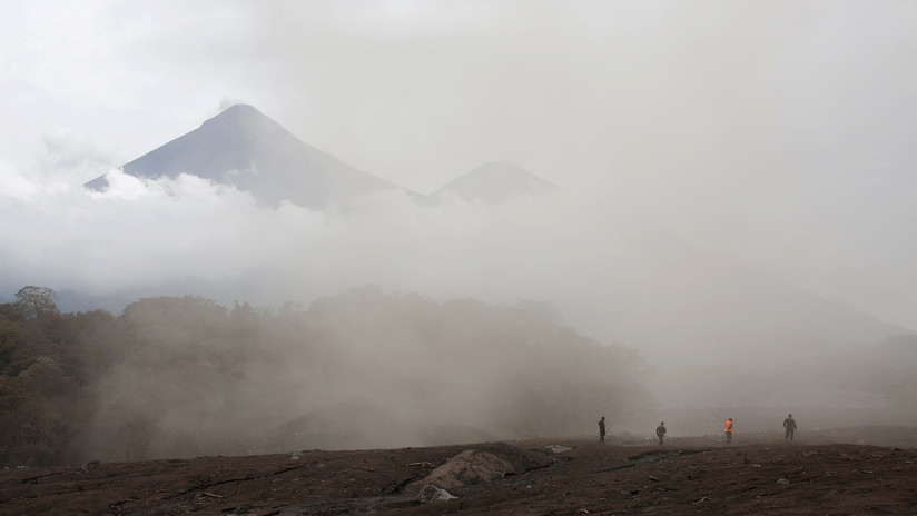 Registran hasta 9 explosiones en el Volcán de Fuego y alertan del riesgo de más erupciones