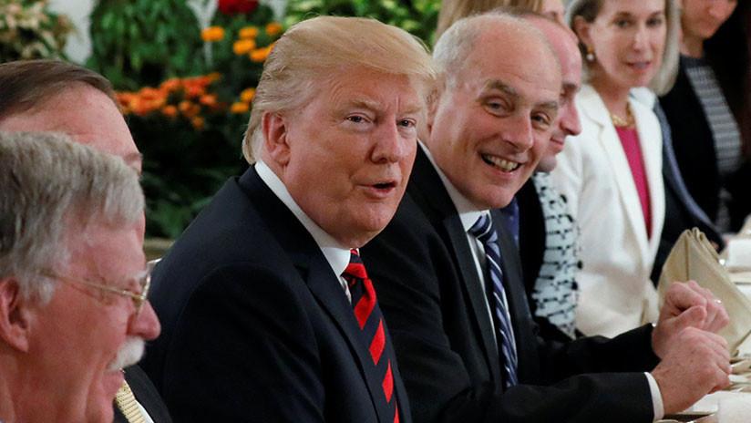 Trump recibe en Singapur uno de los primeros regalos en vísperas de su cumpleaños