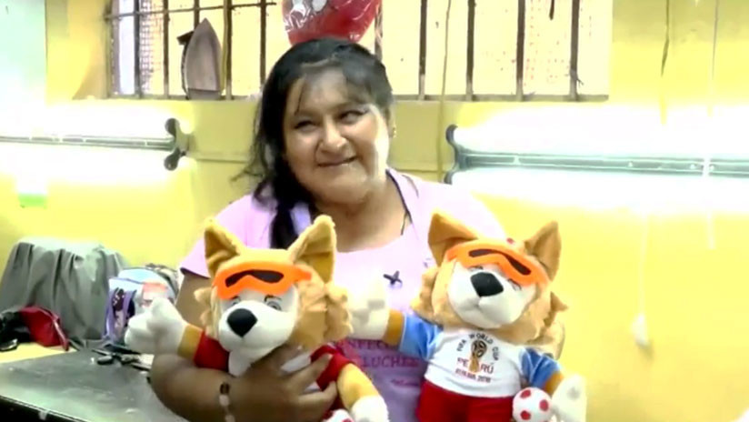 De mascota del Mundial a símbolo de una cárcel: Zabivaka siembra esperanza entre presas peruanas