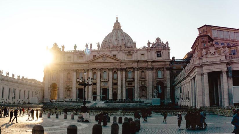 FOTO: Un exdiplomático y sacerdote del Vaticano, acusado de pornografía infantil