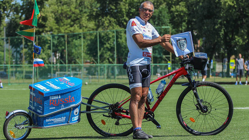 FOTOS: Un hombre viaja en bicicleta desde Portugal a Rusia para estar en el Mundial