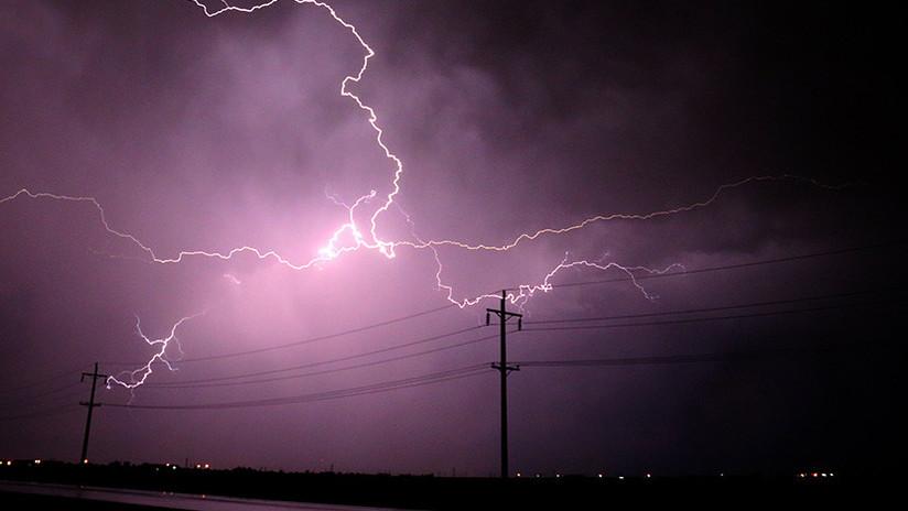 VIDEO: Graba una tormenta y se salva por los pelos del impacto de un rayo