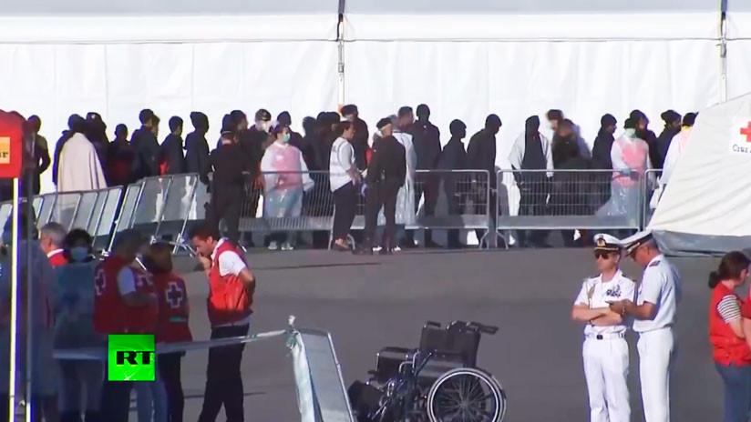 Cientos de migrantes del barco Aquarius llegan a España