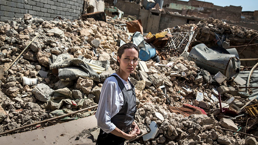 Angelina Jolie visita la mezquita en ruinas de Mosul donde el Estado Islámico proclamó su califato