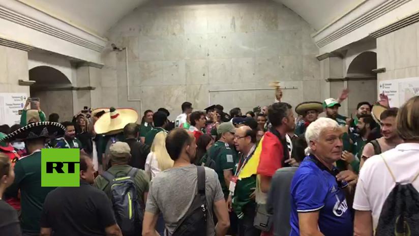 VIDEO: Hinchas mexicanos también ganan la batalla de los cánticos a Alemania en el metro de Moscú