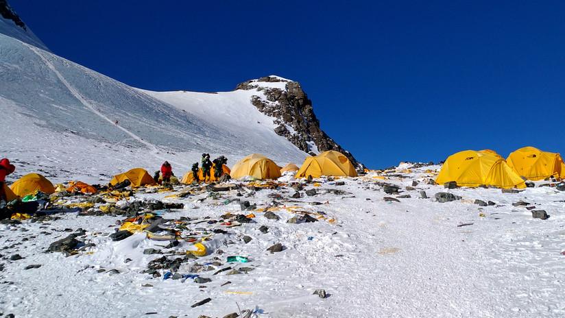 ¿Qué intentos se emprenden para limpiar el Everest de toneladas de basura?