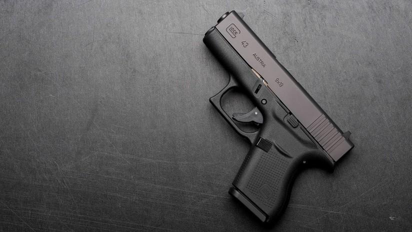 FUERTE VIDEO: Un hombre se dispara en la ingle por accidente con una pistola Glock 43