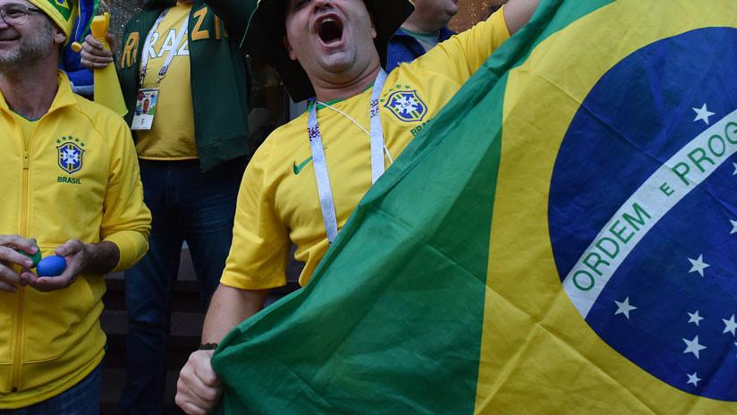 """""""Machismo y vergüenza"""": Hinchas brasileños cantan canción insultante a una joven rusa y arde la Red"""