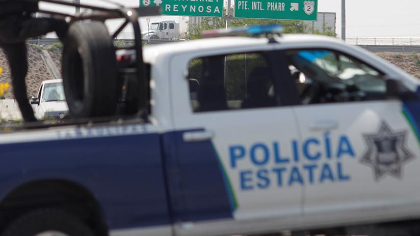 FOTOS: Dos jóvenes roban un auto y en la persecución se estrellan contra una patrulla en México