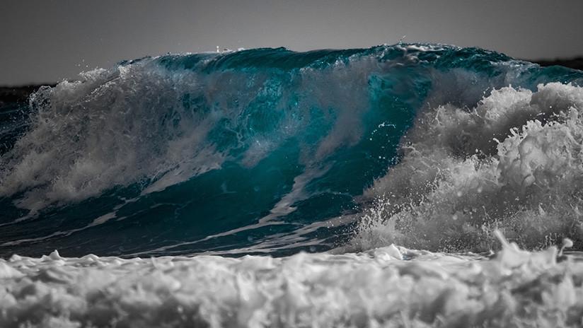 El instante en que un turista es devorado por el mar