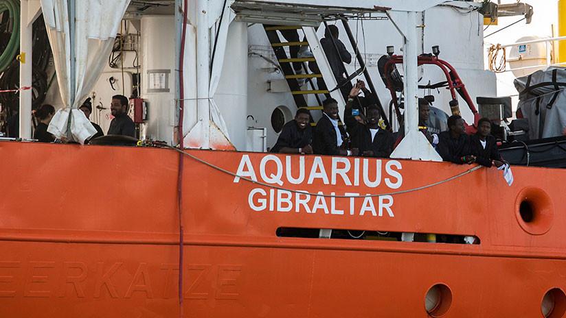 Desalojan a estudiantes españoles para dar campo a migrantes del barco Aquarius