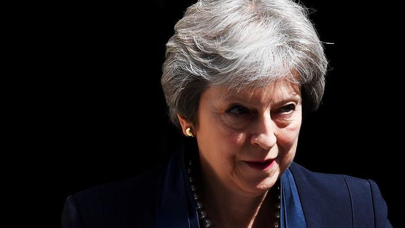 """Joven que planeaba """"cortarle la cabeza"""" a Theresa May, juzgado en el Reino Unido"""