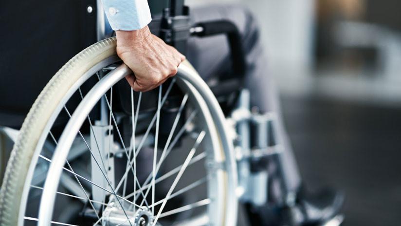 """""""Me dio asco"""": Redes cargan contra mexicano que lanzó a anciano en silla de ruedas en Moscú (VIDEO)"""