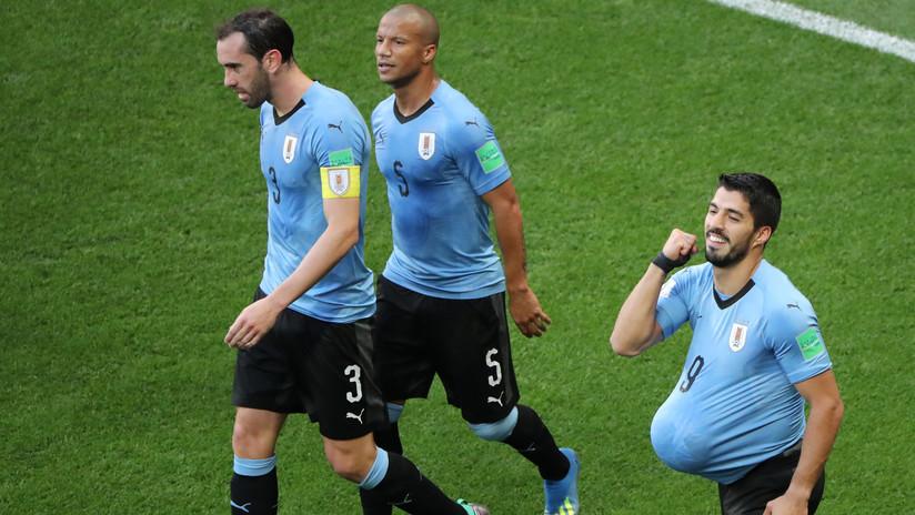Uruguay marca y da el primer paso para acceder a segunda ronda