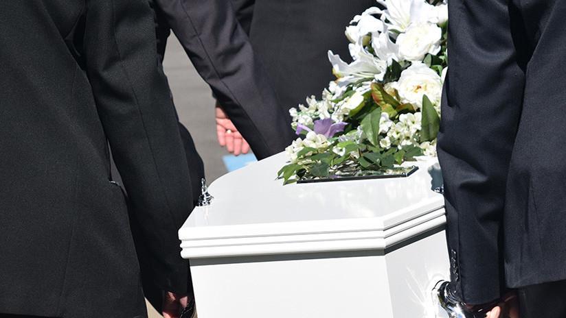 Un 'muerto' asiste accidentalmente a su propio velorio en Paraguay