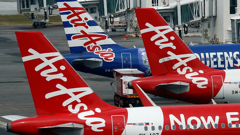 #Video Piloto hace vomitar a pasajeros de AirAsia a propósito