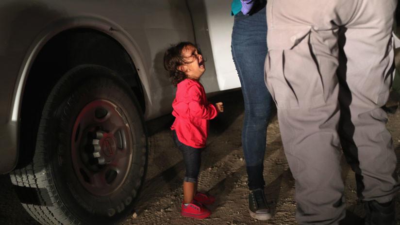 La historia que hay tras la foto de la niña inmigrante que llora desconsoladamente