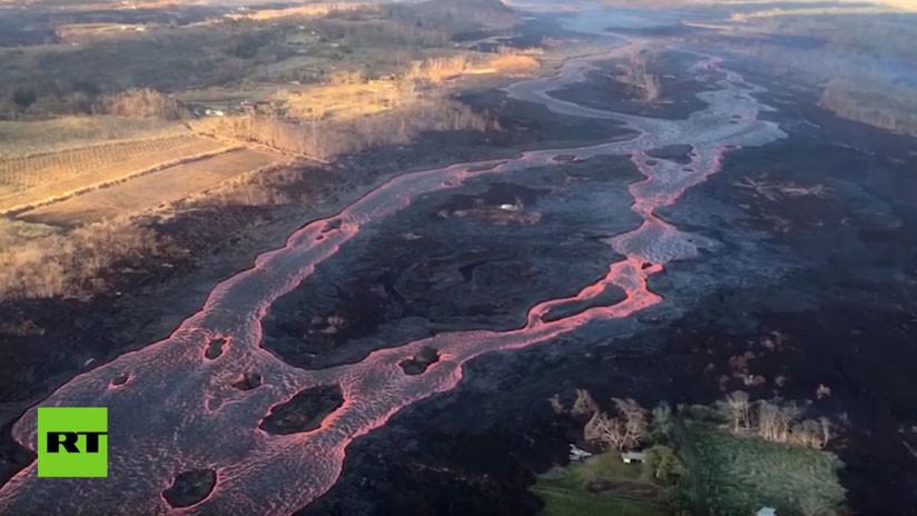VIDEO: Imágenes aéreas del Kilauea expulsando violentos chorros de lava desde 50 metros de altura