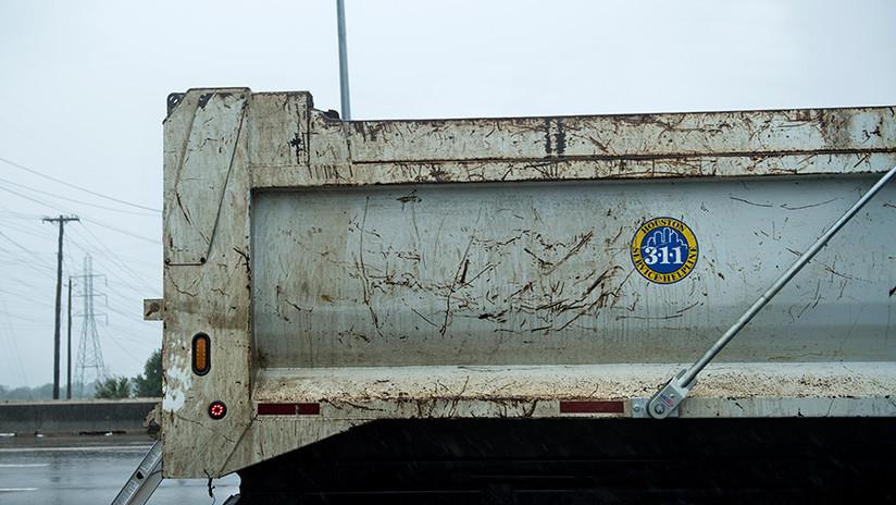 VIDEO: Un camión pierde la caja al pasar por debajo de un puente en Australia