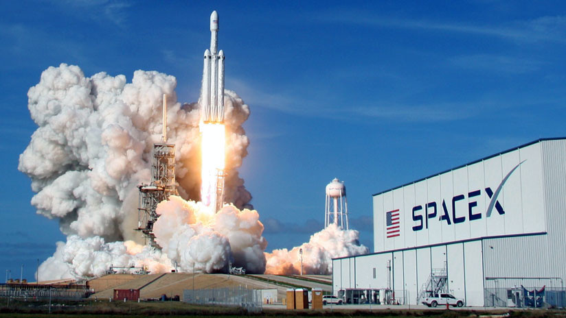 EE.UU: SpaceX cierra un contrato de 130 millones de dólares para lanzar su cohete Falcon Heavy