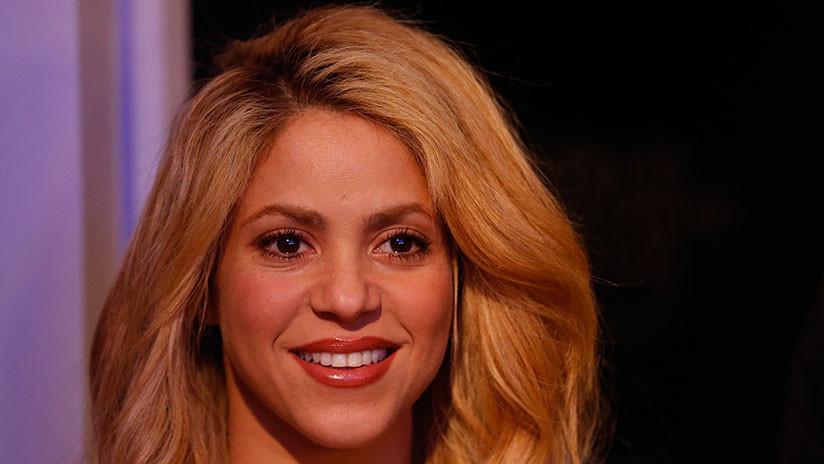 Shakira es criticada por vender un collar que evoca un símbolo nazi