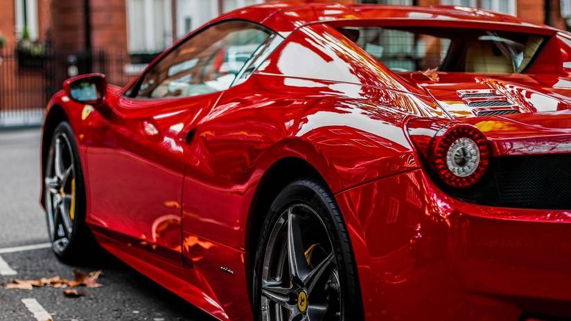 VIDEO: Momento exacto en el que una joven destroza un lujoso Ferrari poco después de alquilarlo