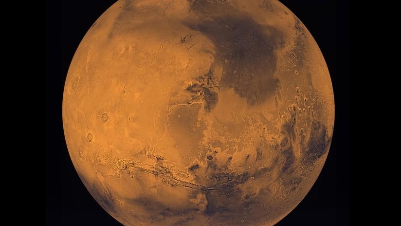 Una duna azul en el planeta rojo — Marte