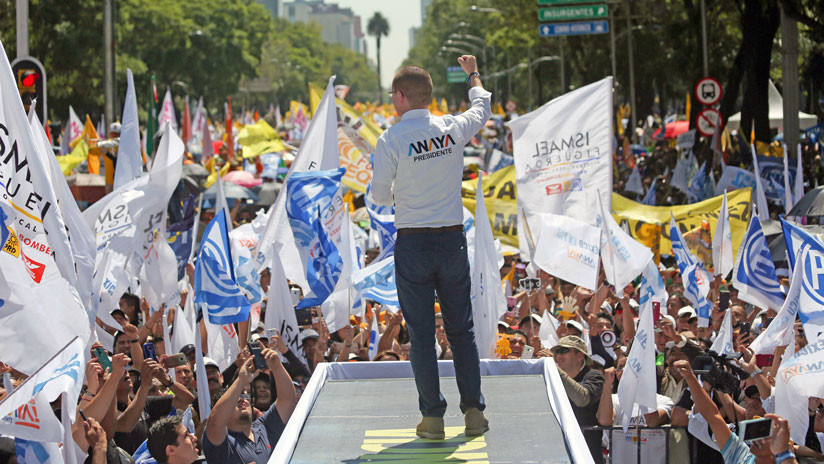 Andrés Manuel López Obrador es el primer candidato en votar