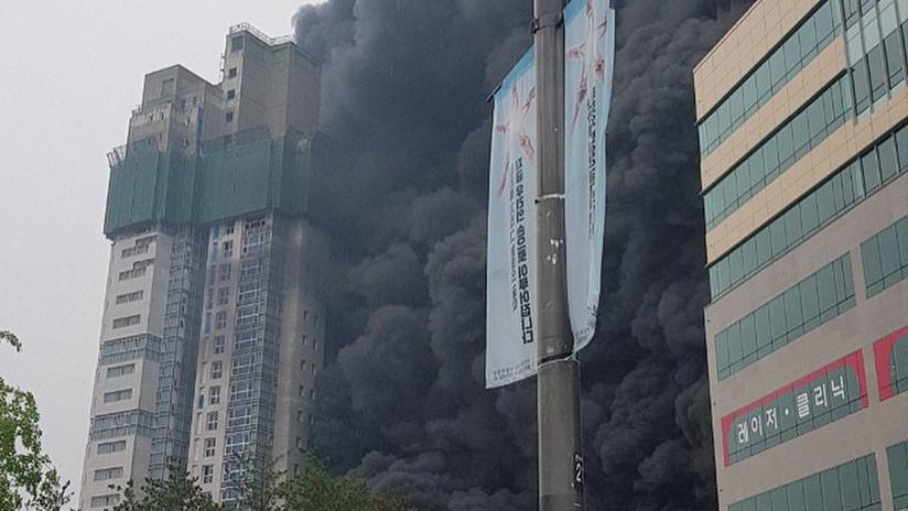 VIDEOS, FOTOS: Varios muertos y heridos en el incendio de un rascacielos en Corea del Sur