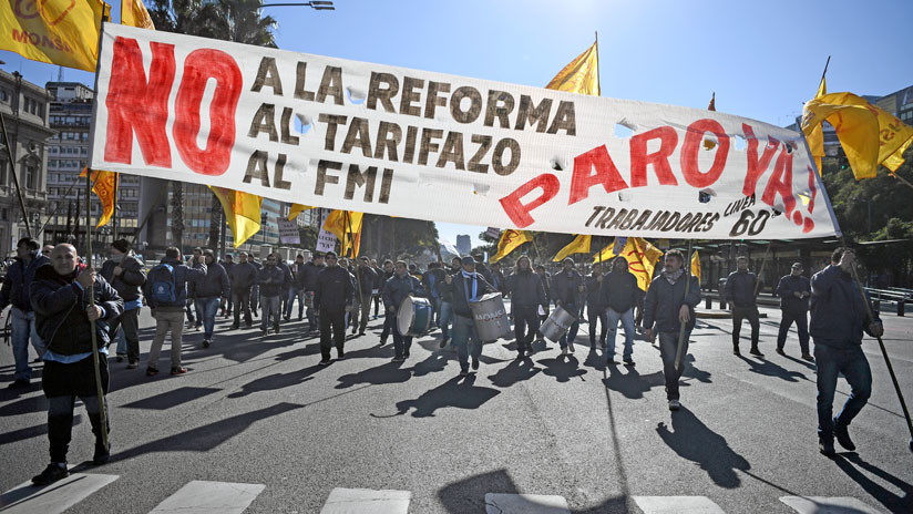 Argentina: El Gobierno cede y reabre las negociaciones con los sindicatos luego de la huelga general