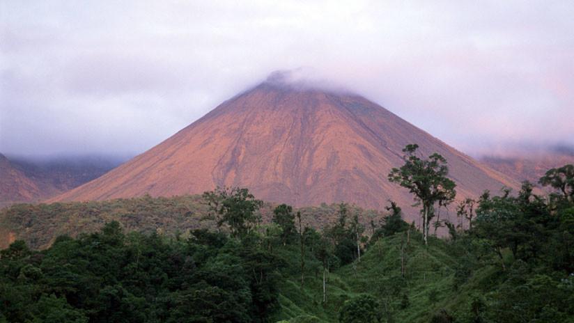 Ecuador: Alertan sobre posible erupción del volcán Reventador a 90 kilómetros de Quito