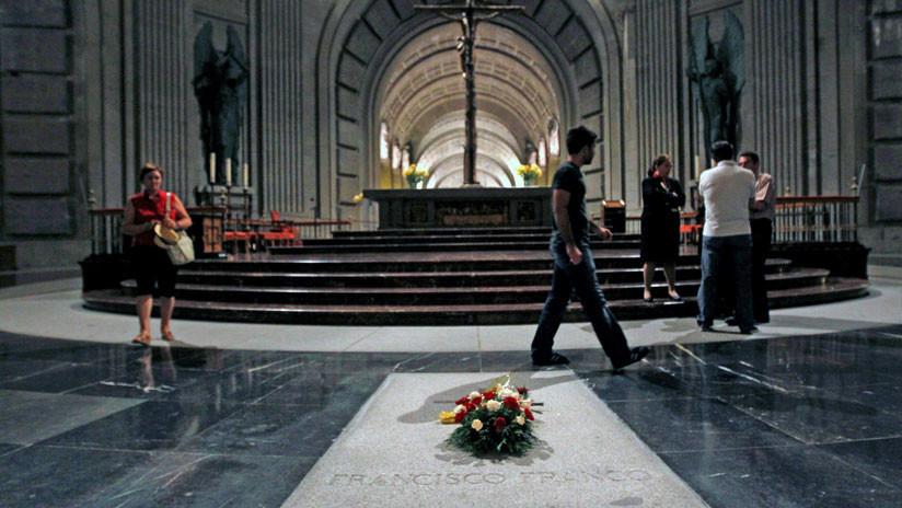 España: Sánchez quiere exhumar los restos de Franco en julio