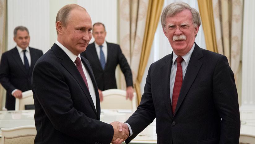 Putin traslada su saludo a Trump a través de su asesor John Bolton