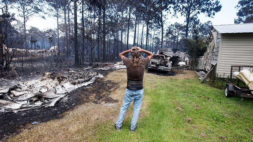 Un incendio 'controlado' destruye 36 casas en el norte de Florida