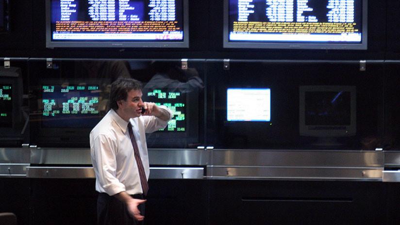 ¿Caída libre? La bolsa argentina cae casi un 10 % y se dispara el riesgo país