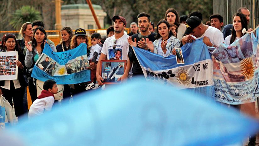 """""""Que se resuelva de una vez"""": Familiares del ARA San Juan se encadenan en la Plaza de Mayo"""