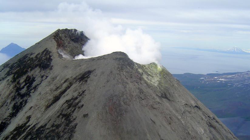 La inminente erupción de un volcán en Alaska podría paralizar vuelos transpacíficos