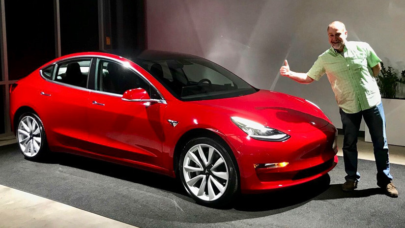 Los obreros de Tesla explican por qué la compañía está rezagada en su proceso de producción