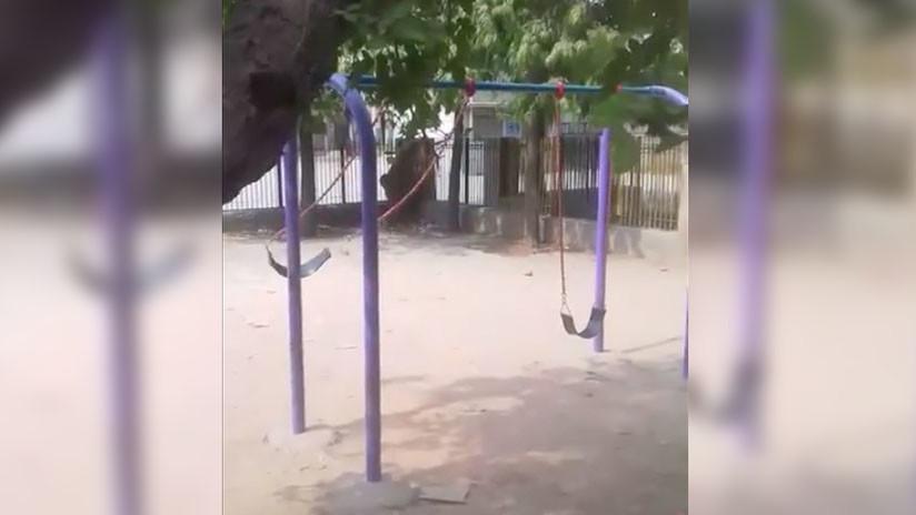 Un columpio empieza a moverse sin ayuda del viento y el autor del video huye despavorido