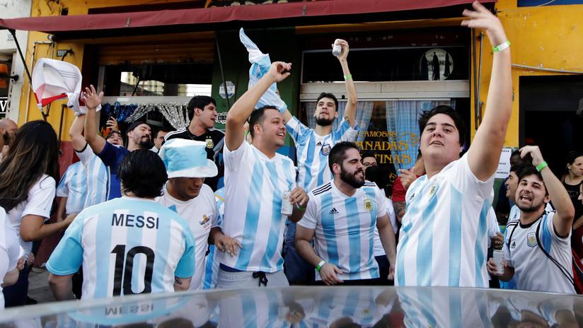 Hinchas argentinos se perdieron en Rusia y su historia conmovió al presidente
