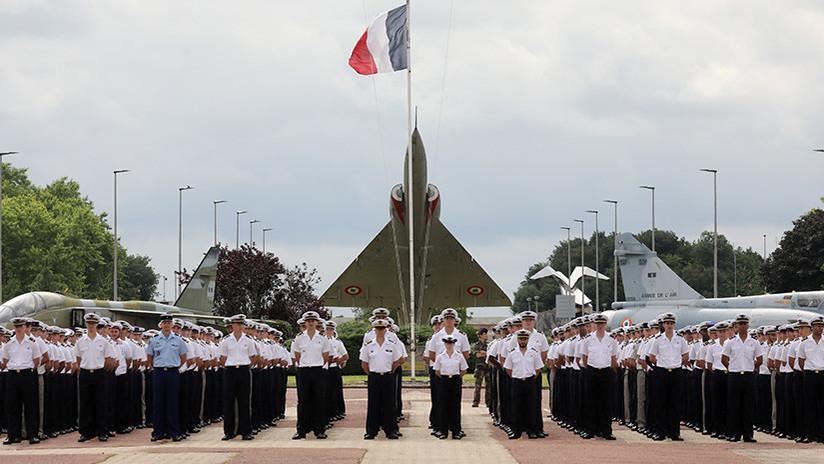 Francia quiere implantar un servicio militar obligatorio mensual para chicos y chicas de 16 años